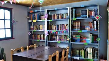 Estudiantes armaron una biblioteca en la comunidad mapuche de El Sosneado