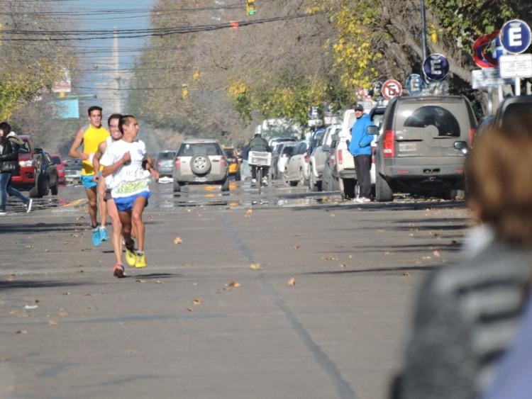 """Se realizó la cuarta edición de la maratón 10 K """"Revolución de Mayo"""""""