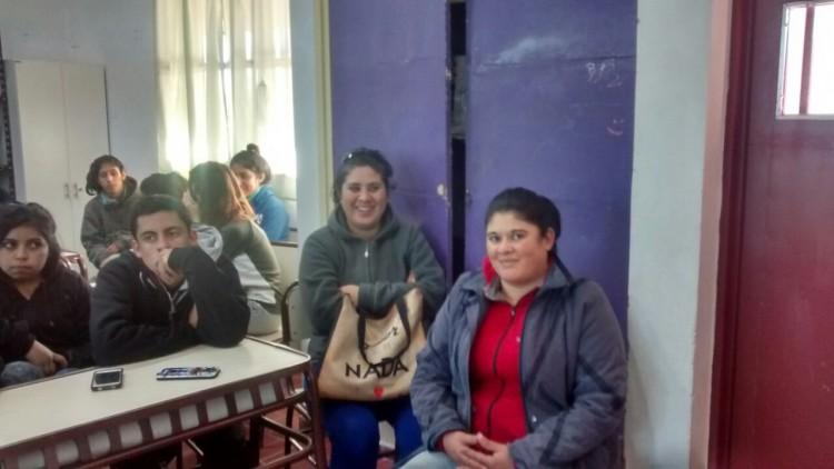 Capacitación de manipulación de alimentos en la Escuela N° 4241 de Las Paredes