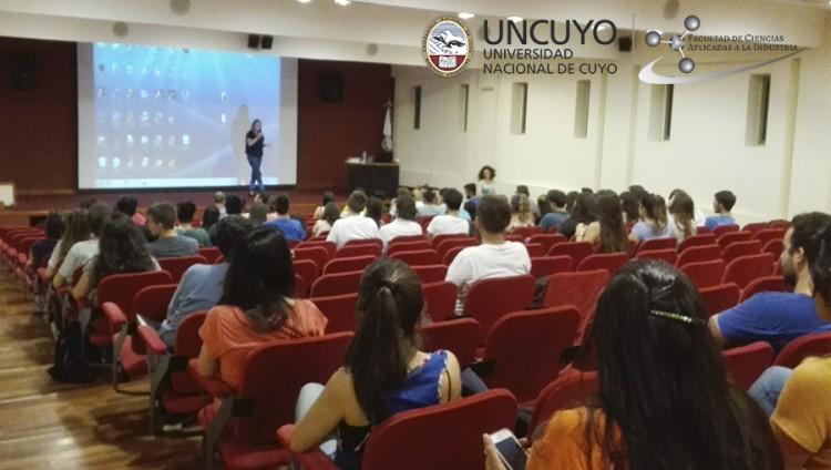 Se realizó la disertación \Perspectiva de la Economía Argentina\