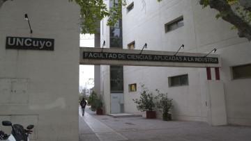 La Facultad de Ciencias Aplicadas a la Industria se suma a las medidas en curso y se proyecta en la sociedad