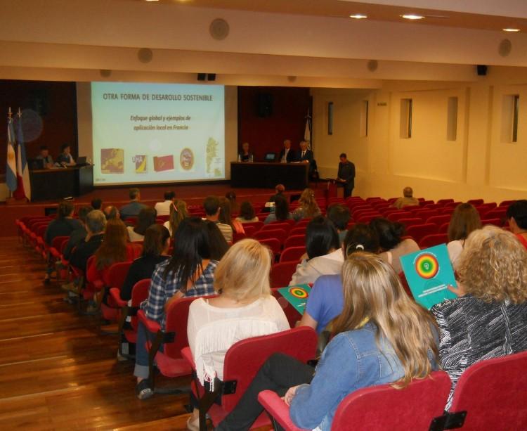 """Se llevó a cabo el Seminario """"Otra forma de Desarrollo sostenible"""", declarado de interés provincial"""