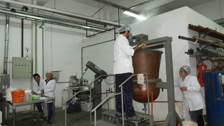 Elaboración de dulce de leche en la FCAI