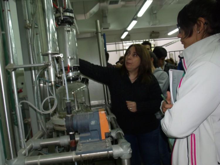 Actividad práctica de destilación en Planta Piloto